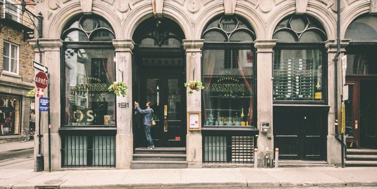 How Retailers Can Bridge The Gap Between Digital and In-Store Interactions